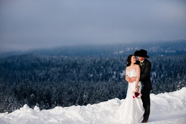 Stacy and Steven's Snowy Winter Wedding at Suncadia: Sneak Peek