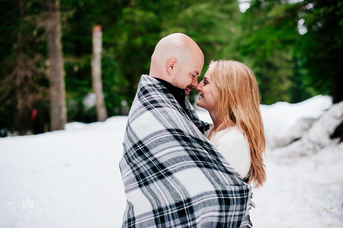 Washington_Winter_Engagement_Snowy_019